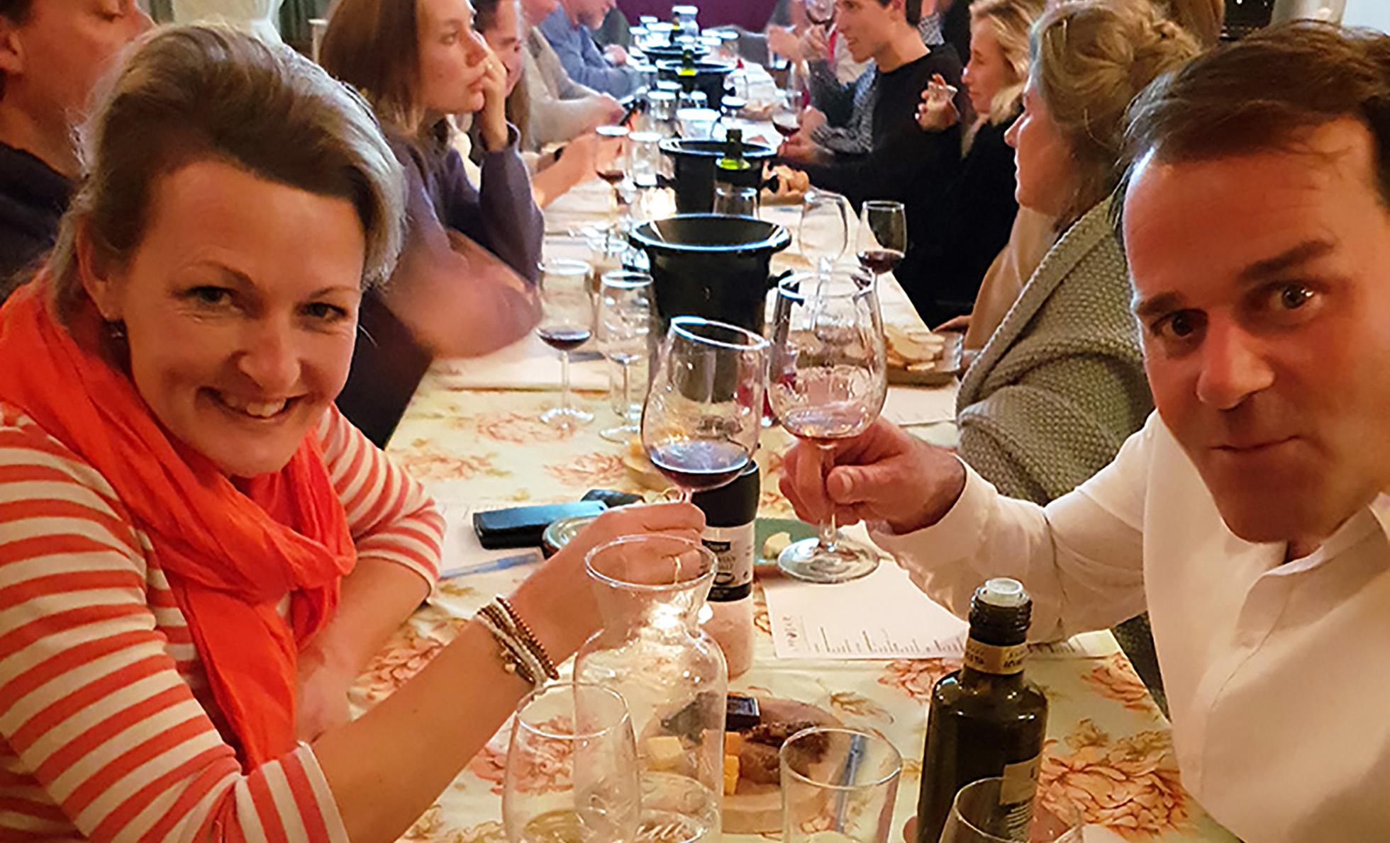 Wijnproeverij op locatie: Een culinaire afsluiting van onze cursus.