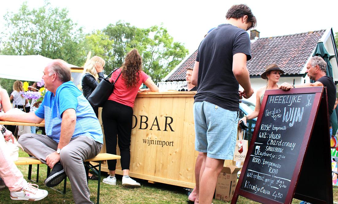 Altijdde wijnbar van aProbar is alijd een stralend middelpunt op jouw feest
